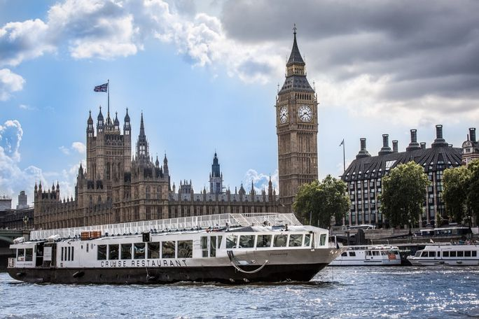 Classic Lunch Cruise with Bateaux Tickets