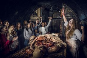 London Bridge Experience And Tombs